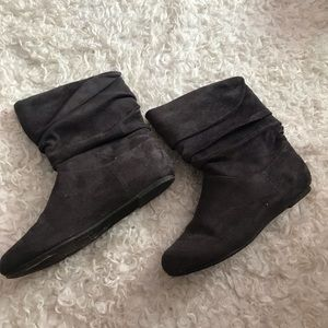 Shoes - Cute dark grey booties